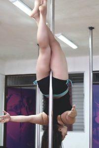 Ethel Benambur en su clase de Pole Sports